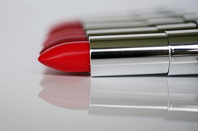 lipstick-1367770_640