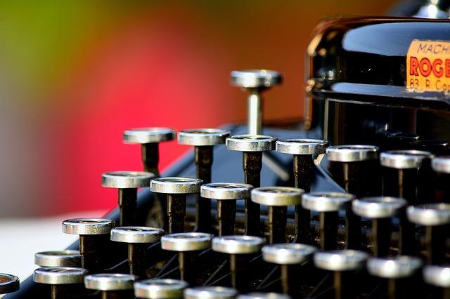 typewriter-1161519_640